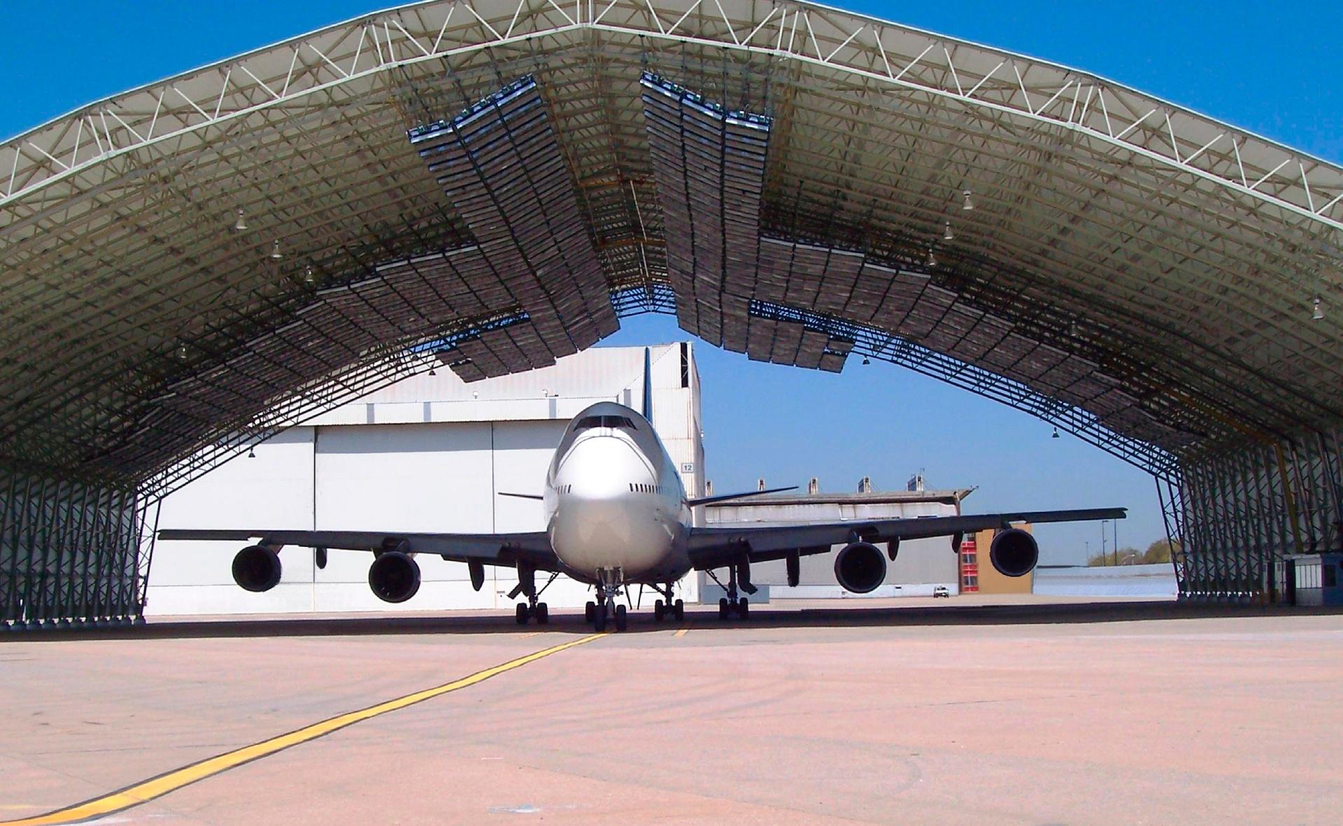 Best-Hall_lentokonehalli_JFK-1